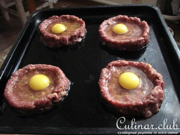 Рецепт гнездо из фарша с яйцом в духовке
