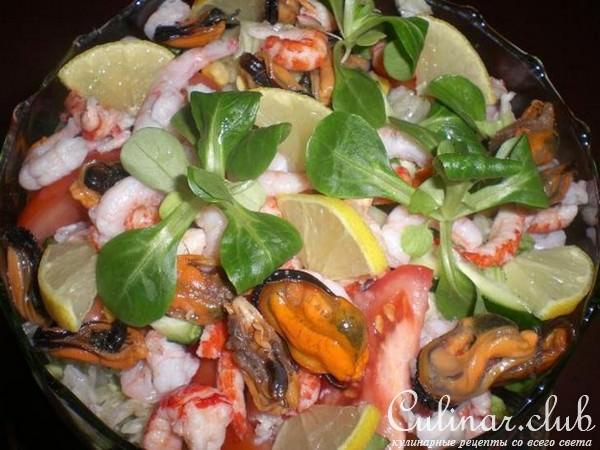 Салат с морепродуктовы