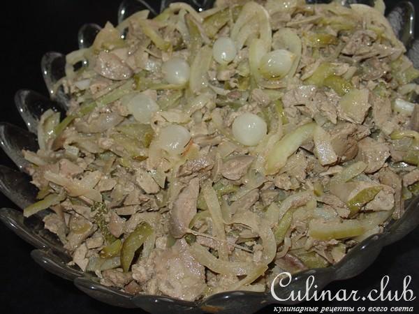 Салат с печени соленых огурцов и грибов
