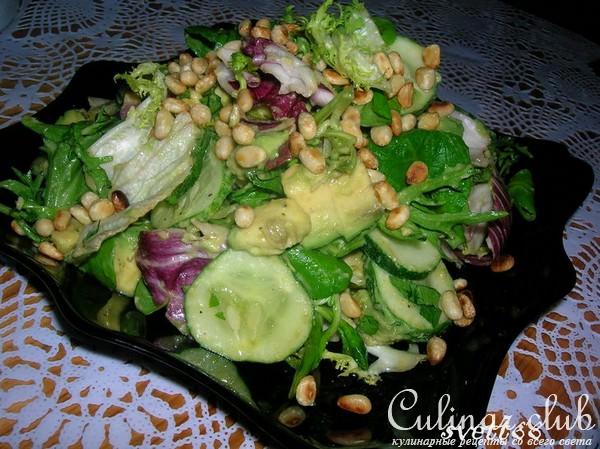 Салат из авокадо с кедровыми орехами фото