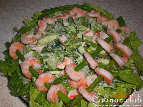 Салат из креветок с крабовым мясом и икрой