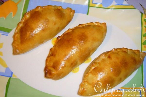 жареные пирожки из пресного теста с капустой