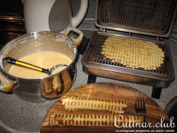 Трубочки на молоке в вафельнице с фото